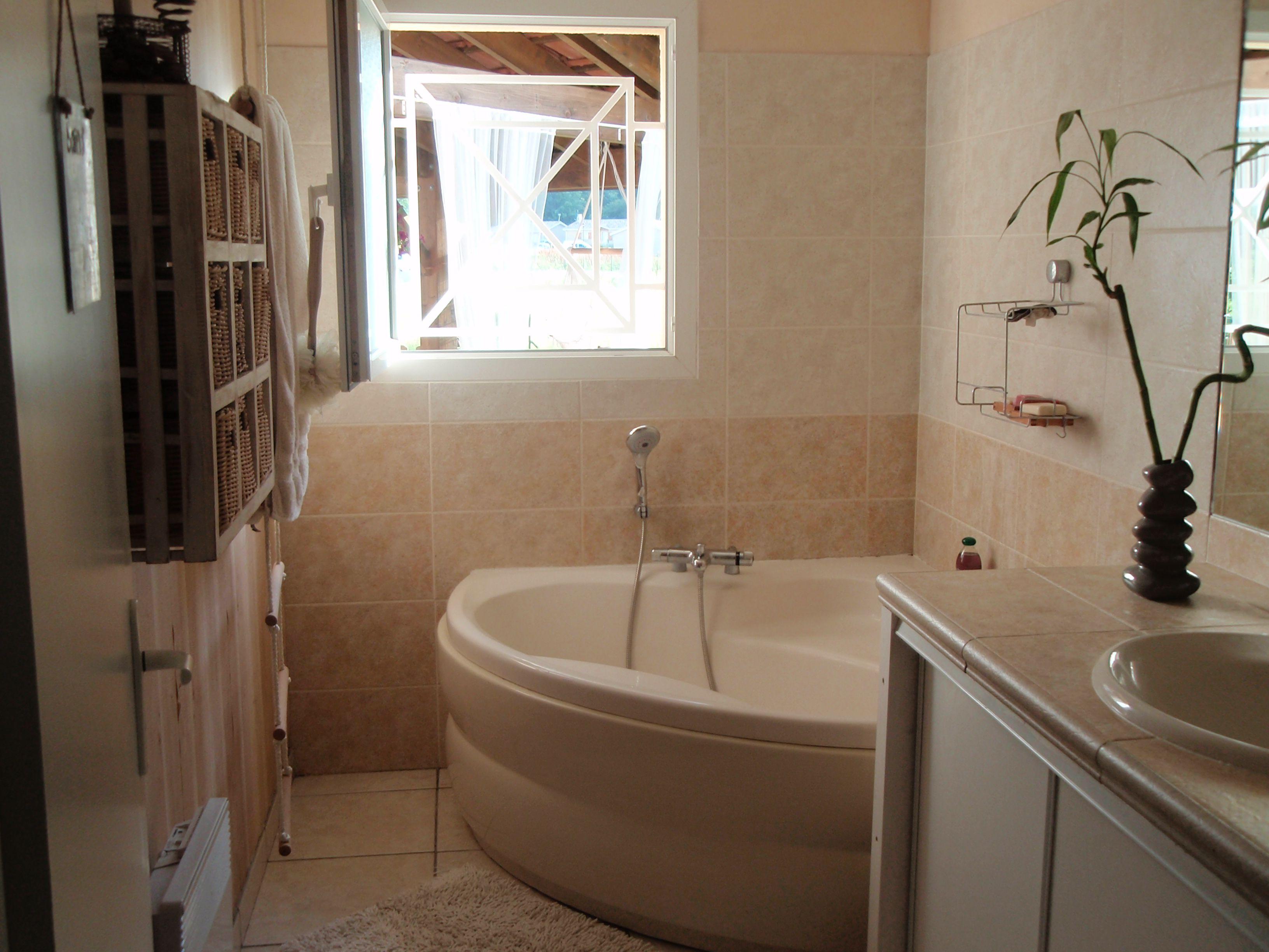 Salle de bain - Salle de bain avec baignoire d angle ...